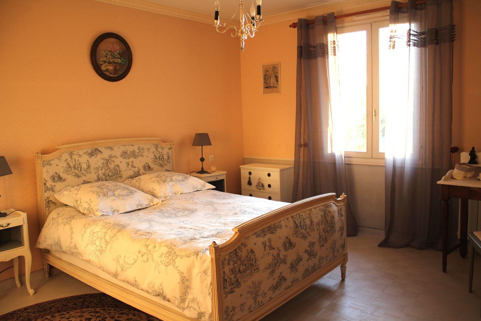 capitonnage refait pour lit cosy bricolage et patines. Black Bedroom Furniture Sets. Home Design Ideas