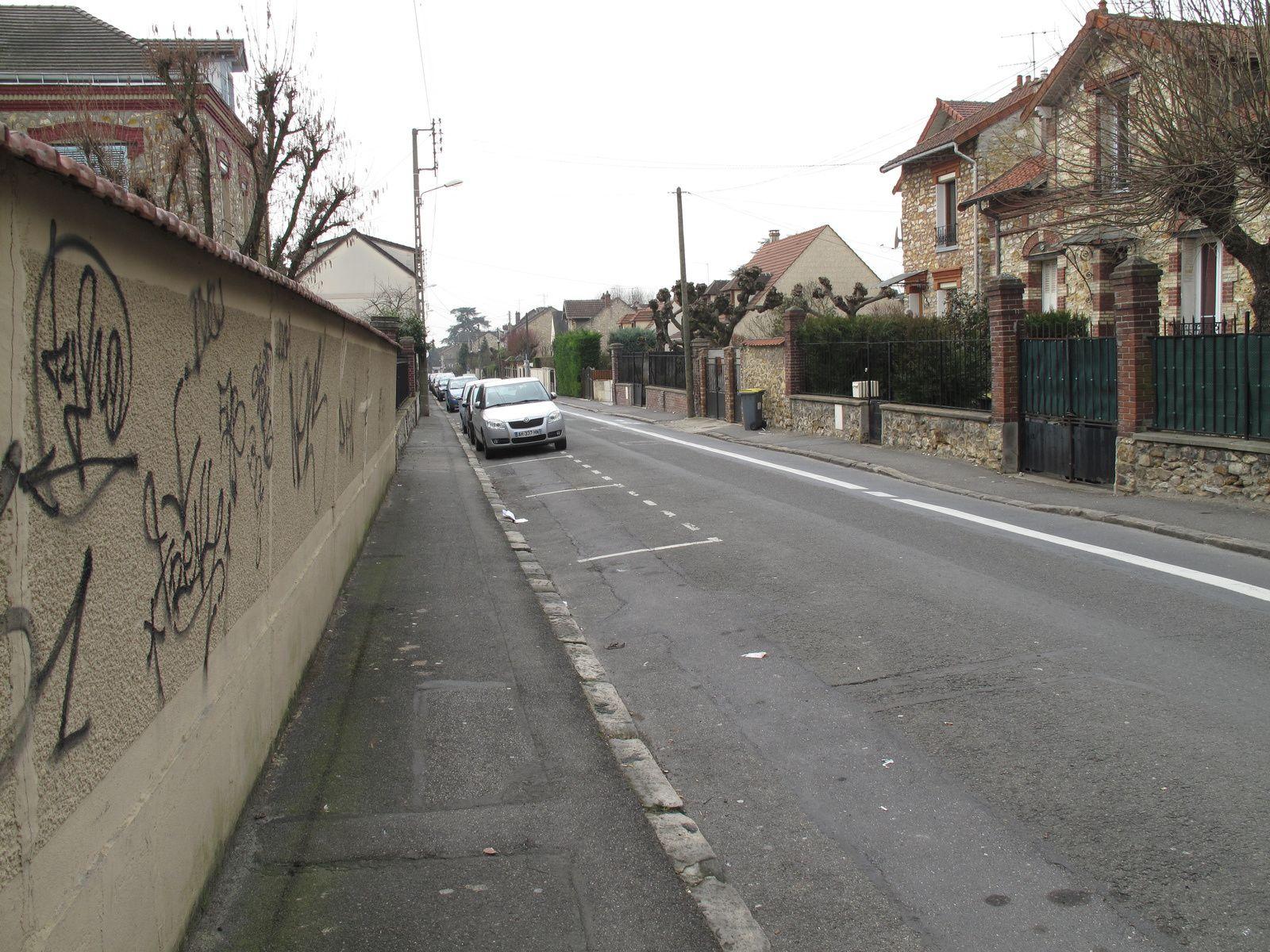 Taverny, rue d'Herblay jusqu'à l'Eglise de Taverny qui domine