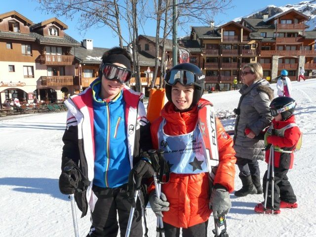 Voici une photo de moi et mon cousin Malo au ski.