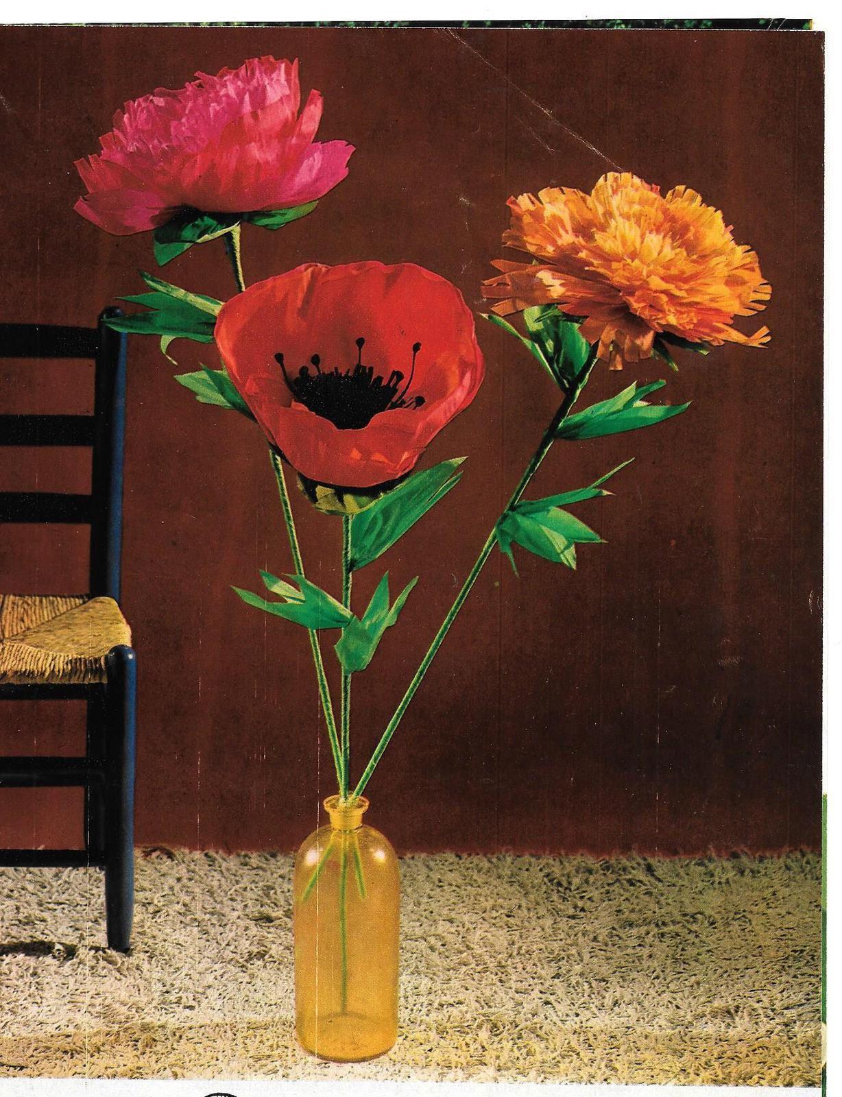 3 fleurs en papier.. coquelicots, roses etc...
