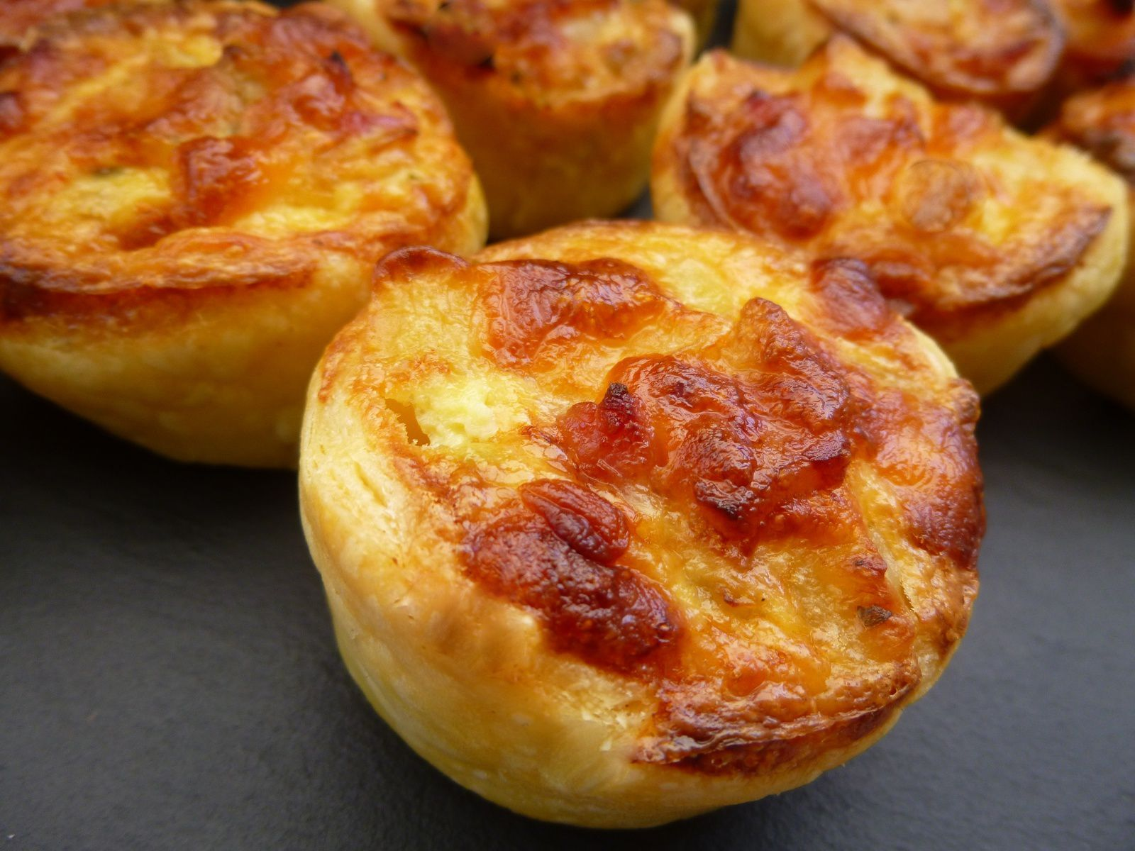 petites quiches aux pommes de terre courgettes lardons passionn ment gourmande. Black Bedroom Furniture Sets. Home Design Ideas