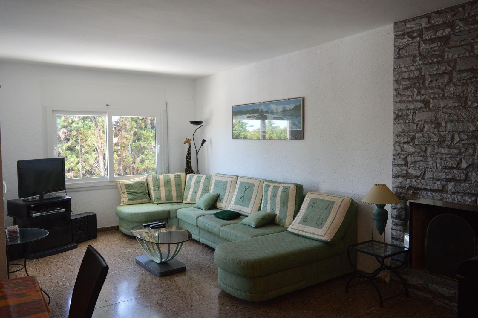 La maison location d 39 une magnifique villa espagne for Chambre qui donne sur le salon