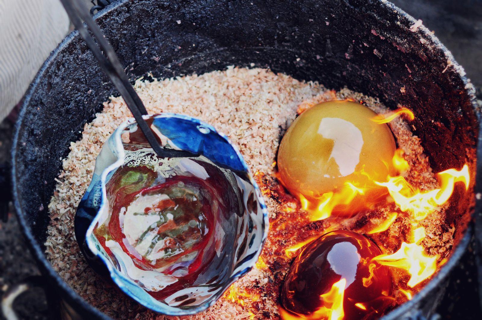 Stage Raku : 4 heures d'atelier par jour dans un lieu calme et propice à la création . Les trois premiers jours sont consacrés à la forme dans l 'argile à travaers différentes techniques de modelage ( modelage dans la masse de terre, technique du colombin et tecnique de la plaque . le jeudi , présentation de l 'émaillage , sa fabrication et les techniques de pose avec une première cuisson raku et analyse des résultats . Vendredi cuisson des pièces au raku . Les horaires : lundi ,mardi et jeudi de 9h à 13h le mercredi de 16h à 20h et le vendredi à partir de 15h et dernière cuisson au soleil couchant . Pour tous renseignements tel au 0678326588 .