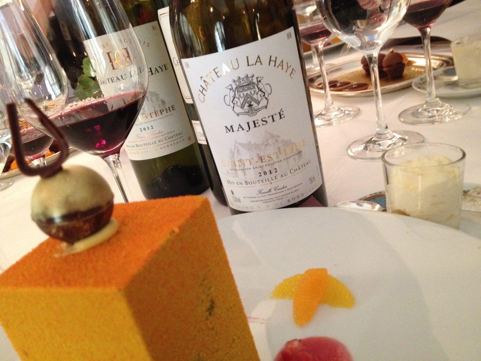 - Le cube manjari ! Un dessert surprise, à casser avec un couteau pour découvrir des quartiers d'orange et un sorbet mandarine.