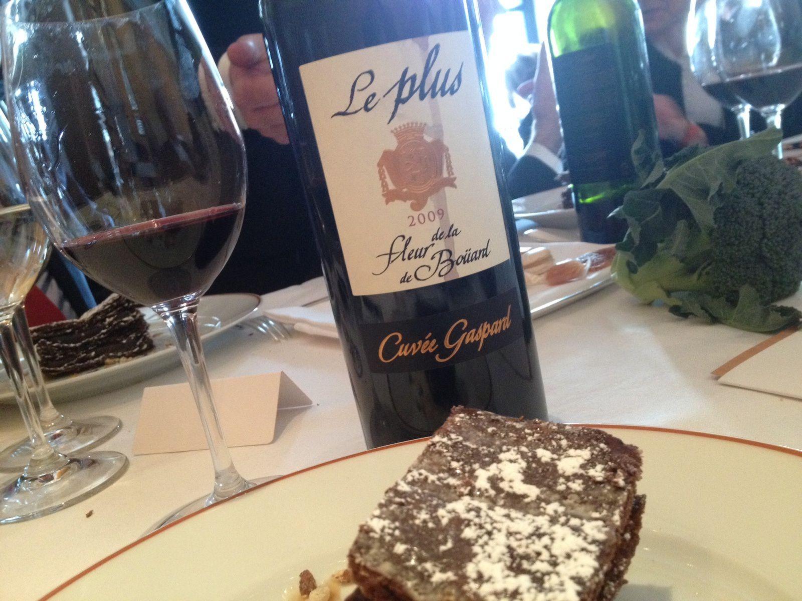 Pour le dessert, l'incroyable Millefeuille tout chocolat, vous reprendrez bien un peu du Plus de La Fleur ...