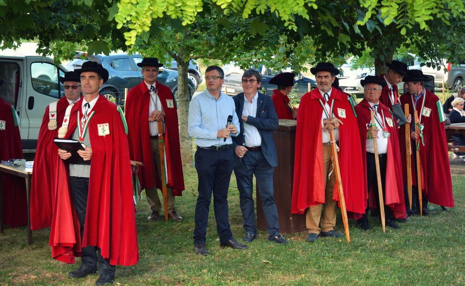 - Les Chevaliers du Paissiau participeront comme chaque année à l'inauguration de l'opération Caves Ouvertes.