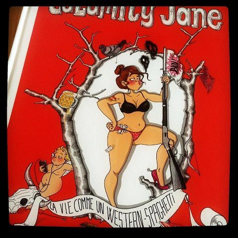 Parce que je n'aime pas aller à la librairie pour rien : Calamity Jane, trop drôle, déjà lu et à relire et relire !!! excellent :)