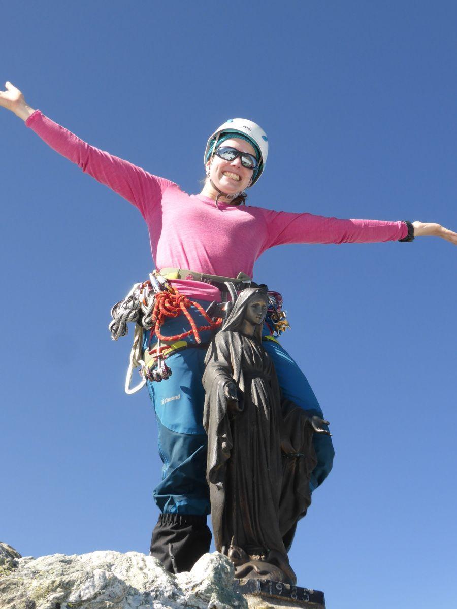 Julie, initiatrice escalade, surf-alpinisme, terrain d'aventure et alpinisme, à votre service !