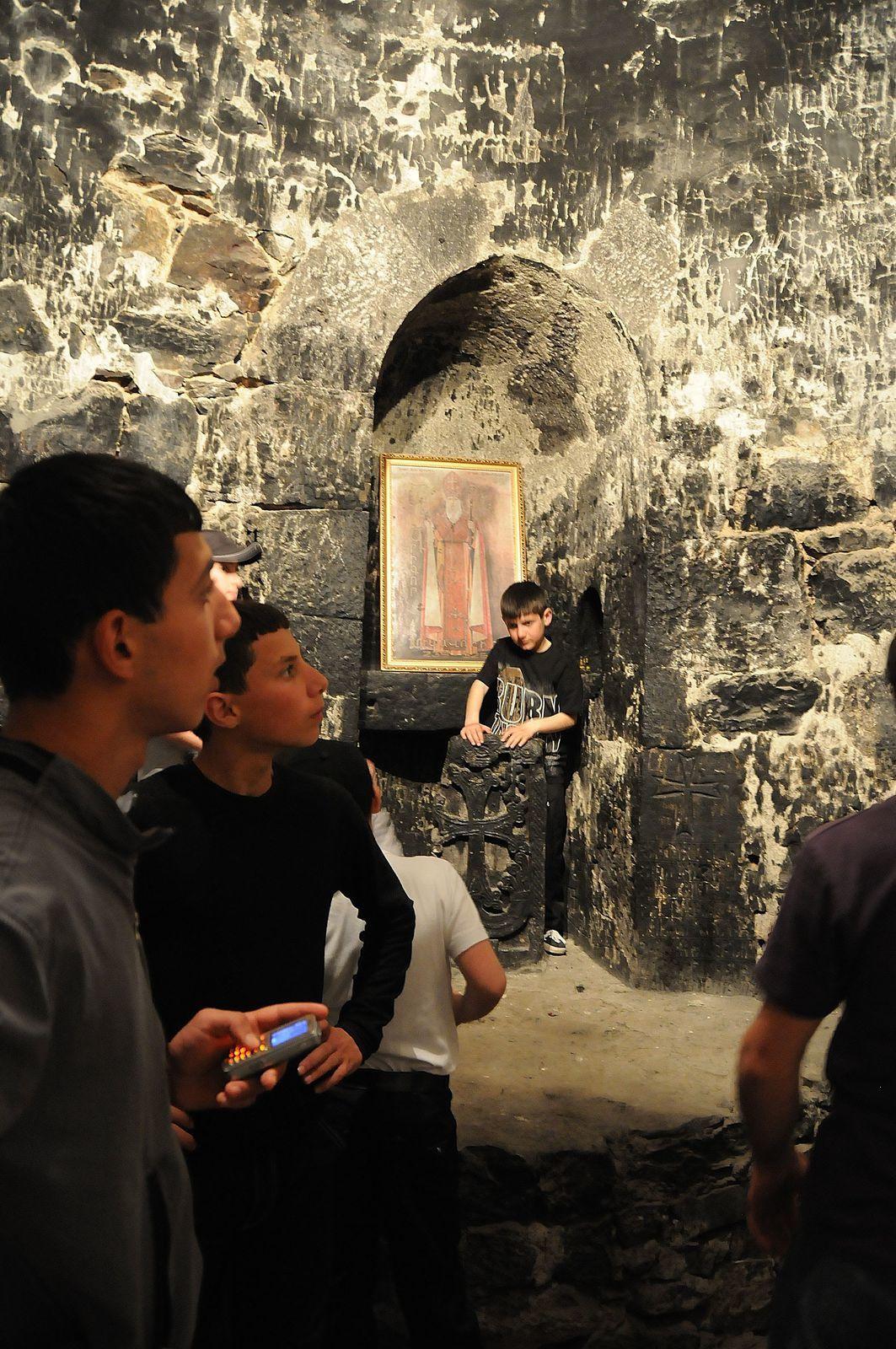 La surface de la fosse étant occupée par les nombreux visiteurs, il était difficile de trouver un angle idéal pour faire quelques photos convenables