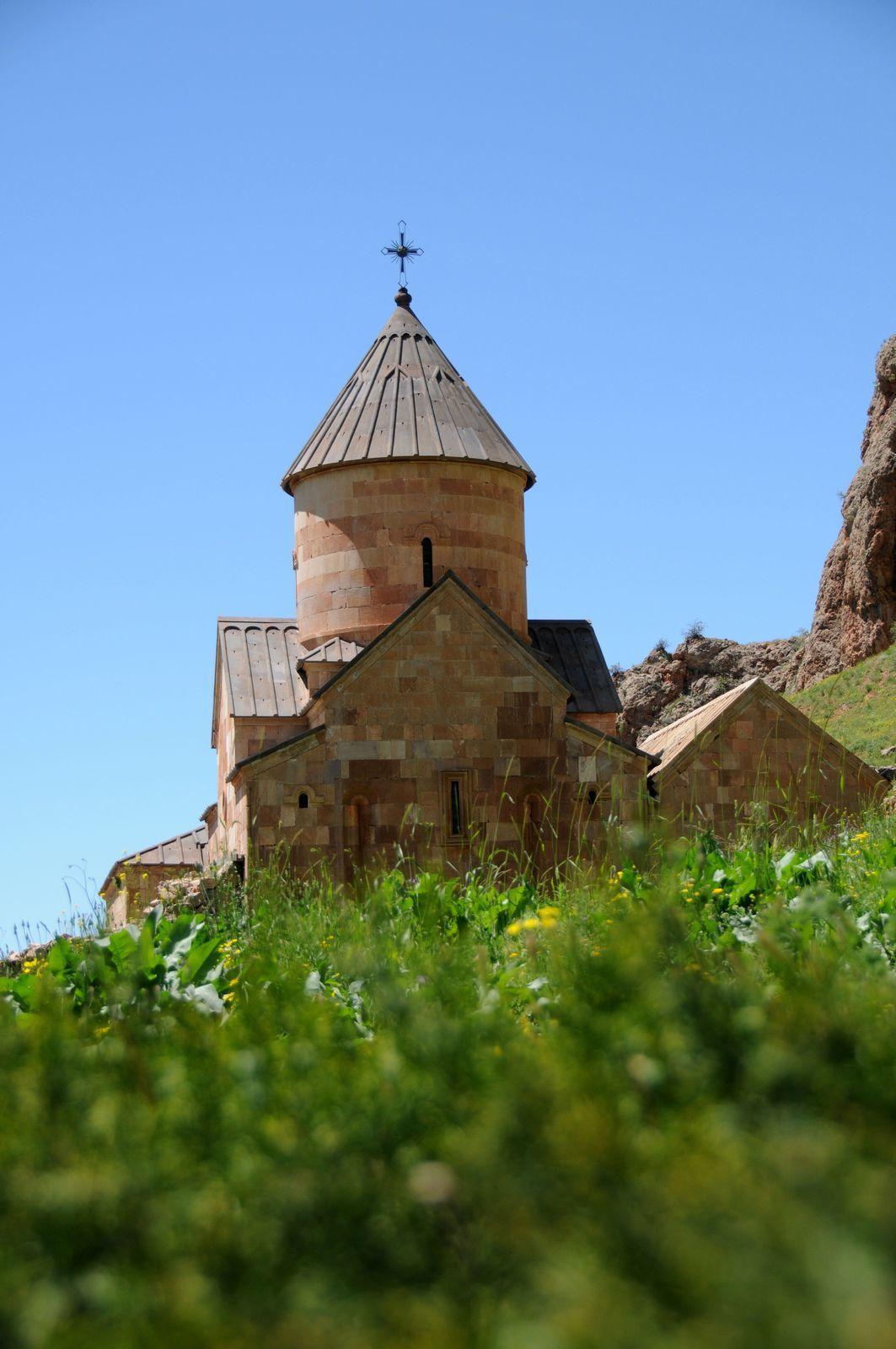Façades méridionales de Sourp Karapet à gauche et  Sourp Grigor à droite.