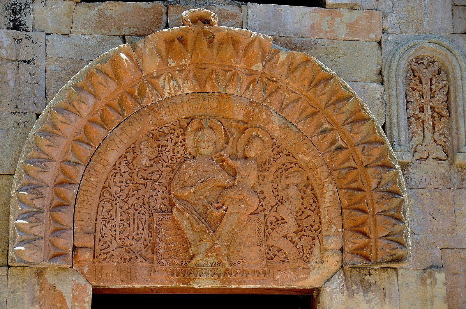 Tympan inférieur du gavit de l'église Sourp Karapet