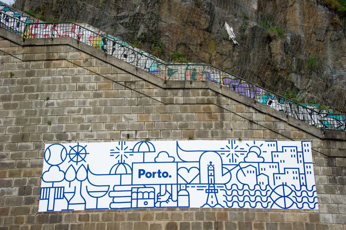 PORTUGAL 28 avril 2015 : PORTO Vieille ville et Caves