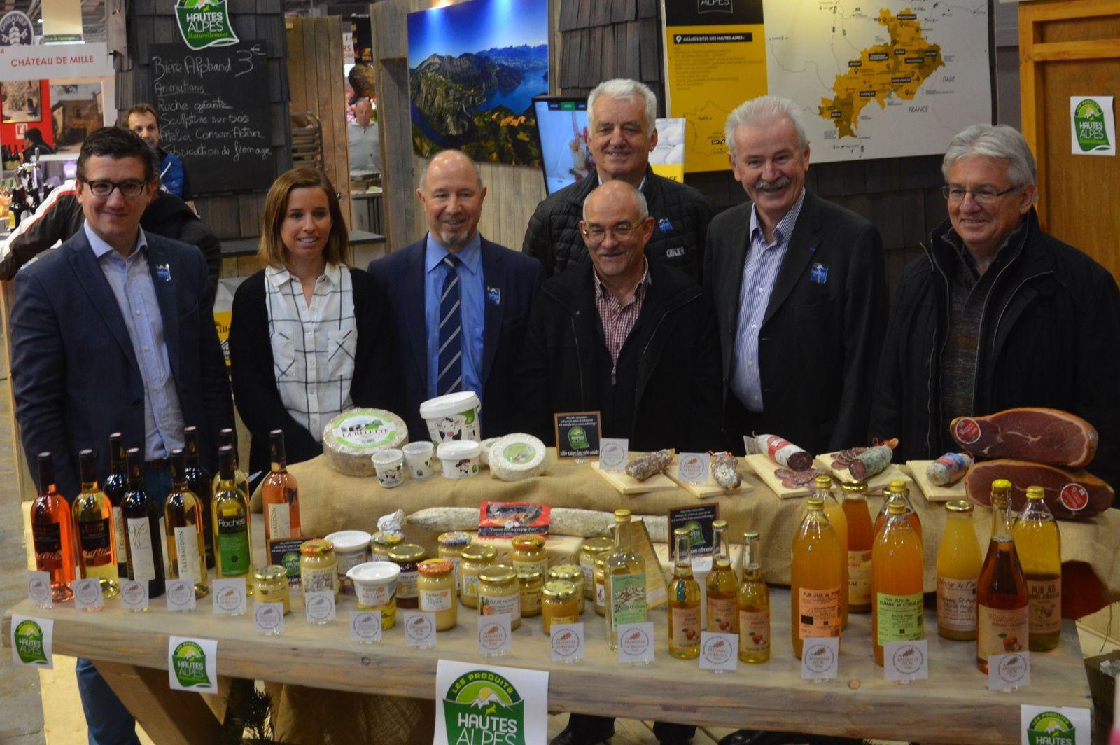 Arnaud MURGIA (premier en partant de la gauche) présent avec d'autres élus des Hautes-Alpes au Salon International de l'Agriculture 2016.