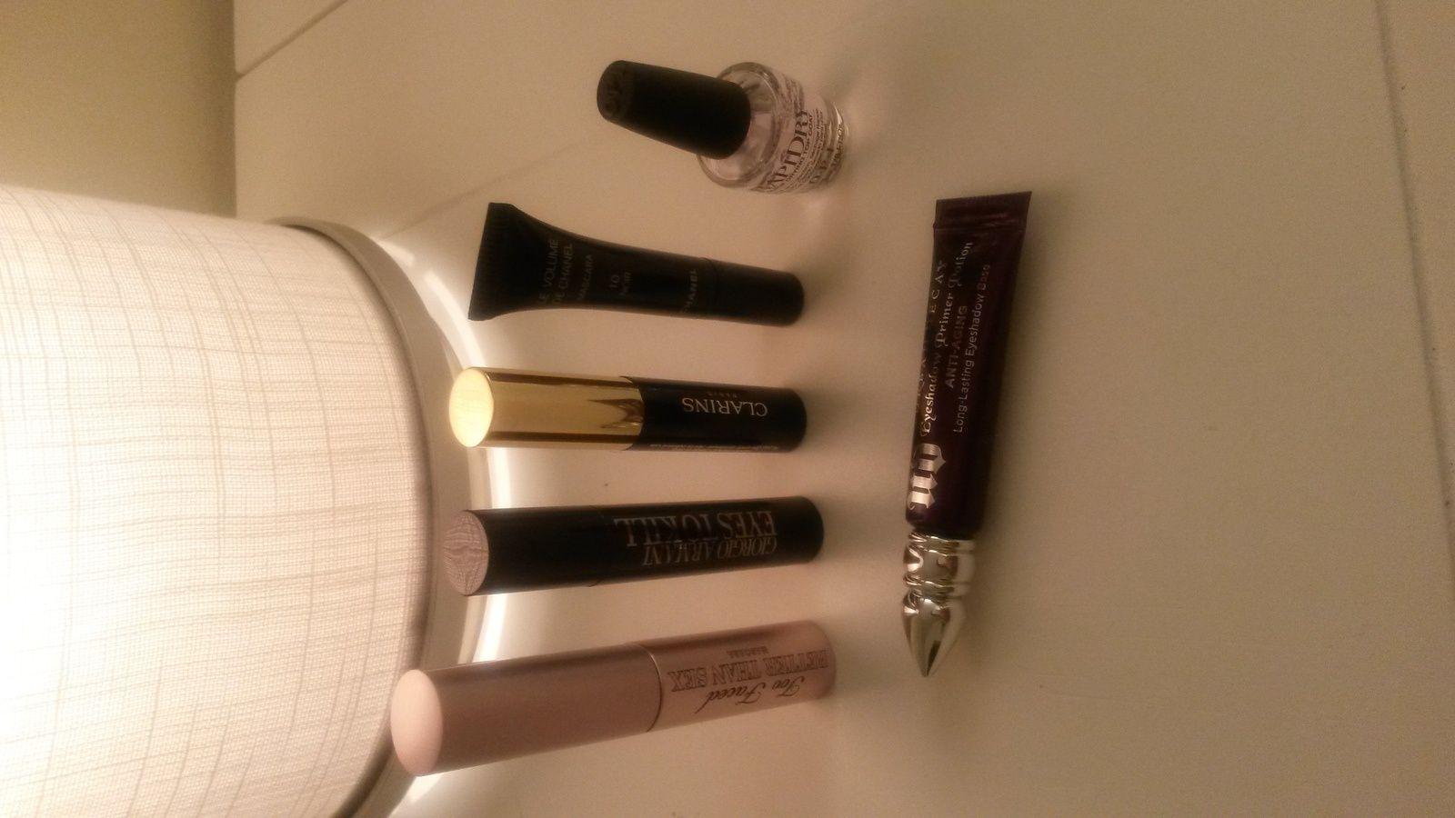 mini mascaras: Too faced, armani, clarins, chanel, le top coat séchage rapide d'OPI et la base UD