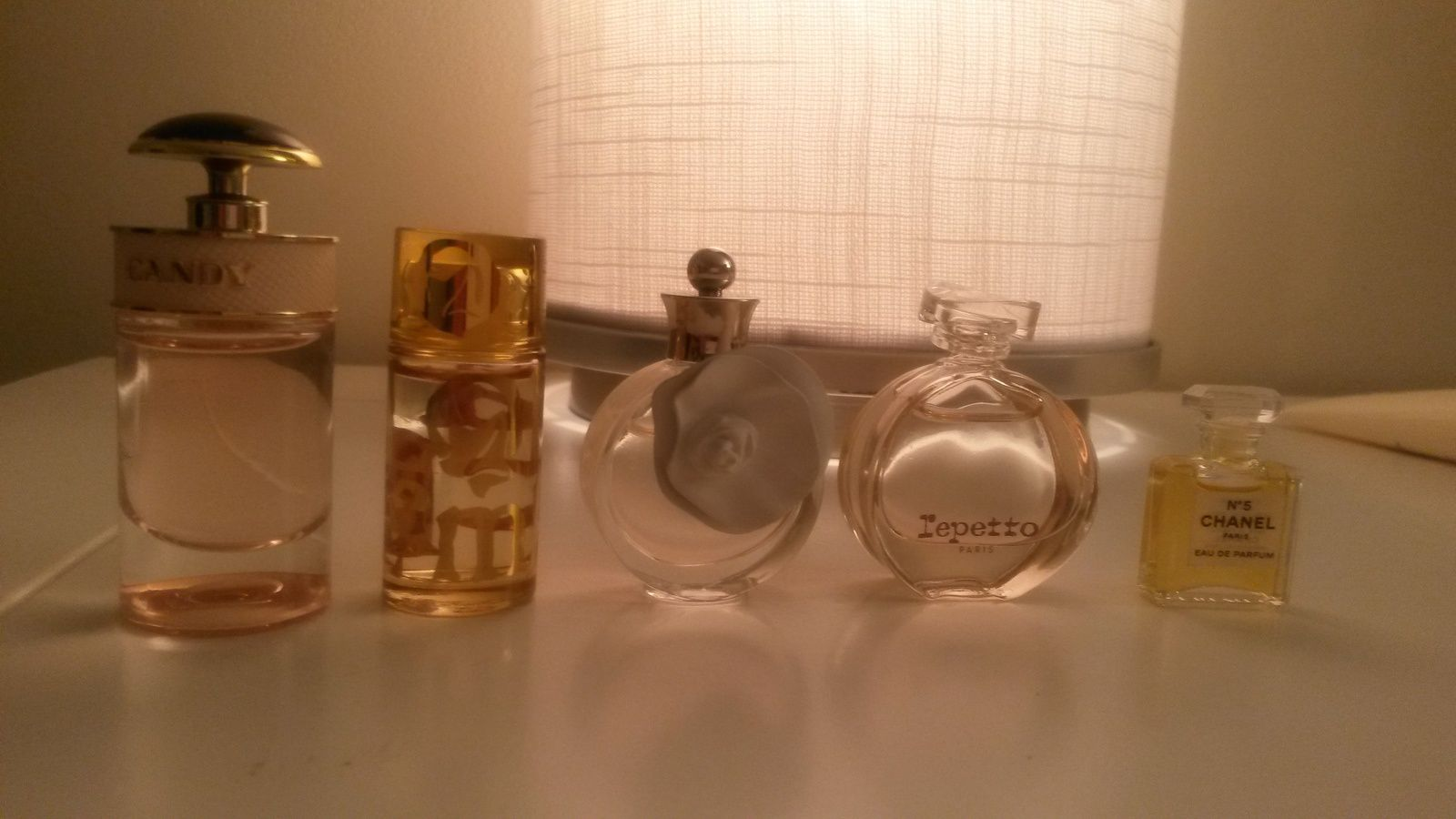 mes mini parfums :  candy de cartier, lolita lempicka, valentino, repetto, chanel n°5