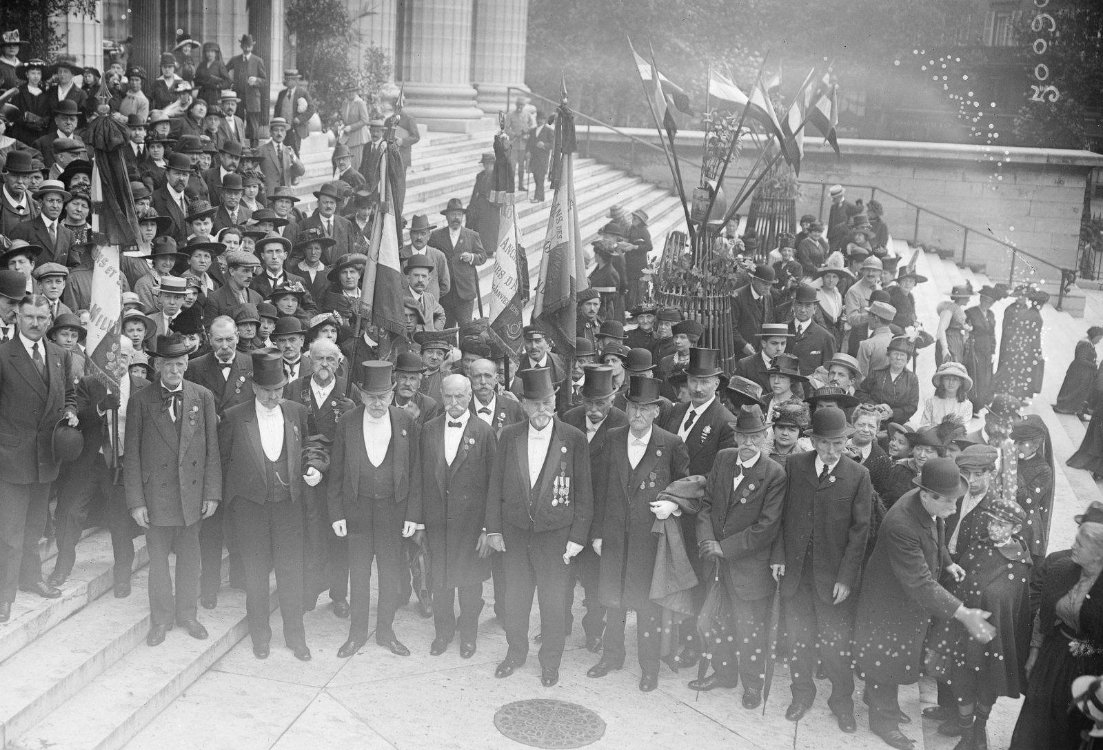 Survivants de la bataille de Reischshoffen. Eglise de Madeleine, Paris. 1917.