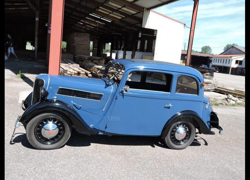 La Rosengart 1939 de Jean-Marie Botti fera partie intégrante du décor (une voiture française avec une conduite à droite !) PHOTO DNA