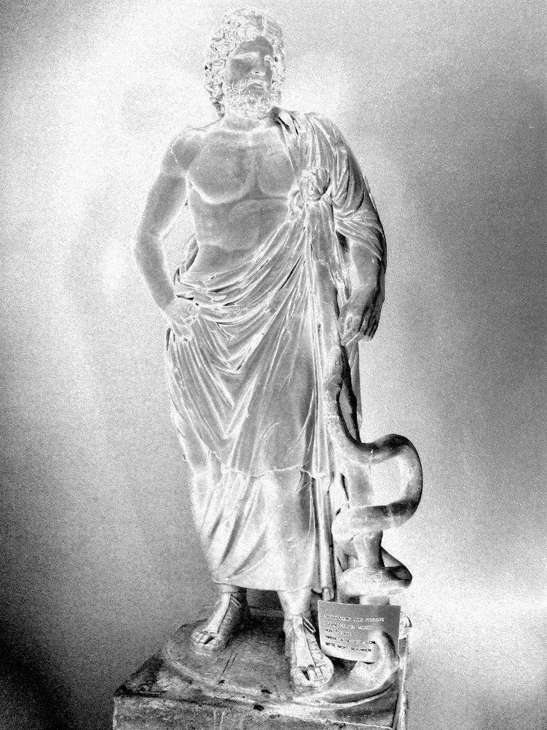 Asclépios, Dieu de la médecine.