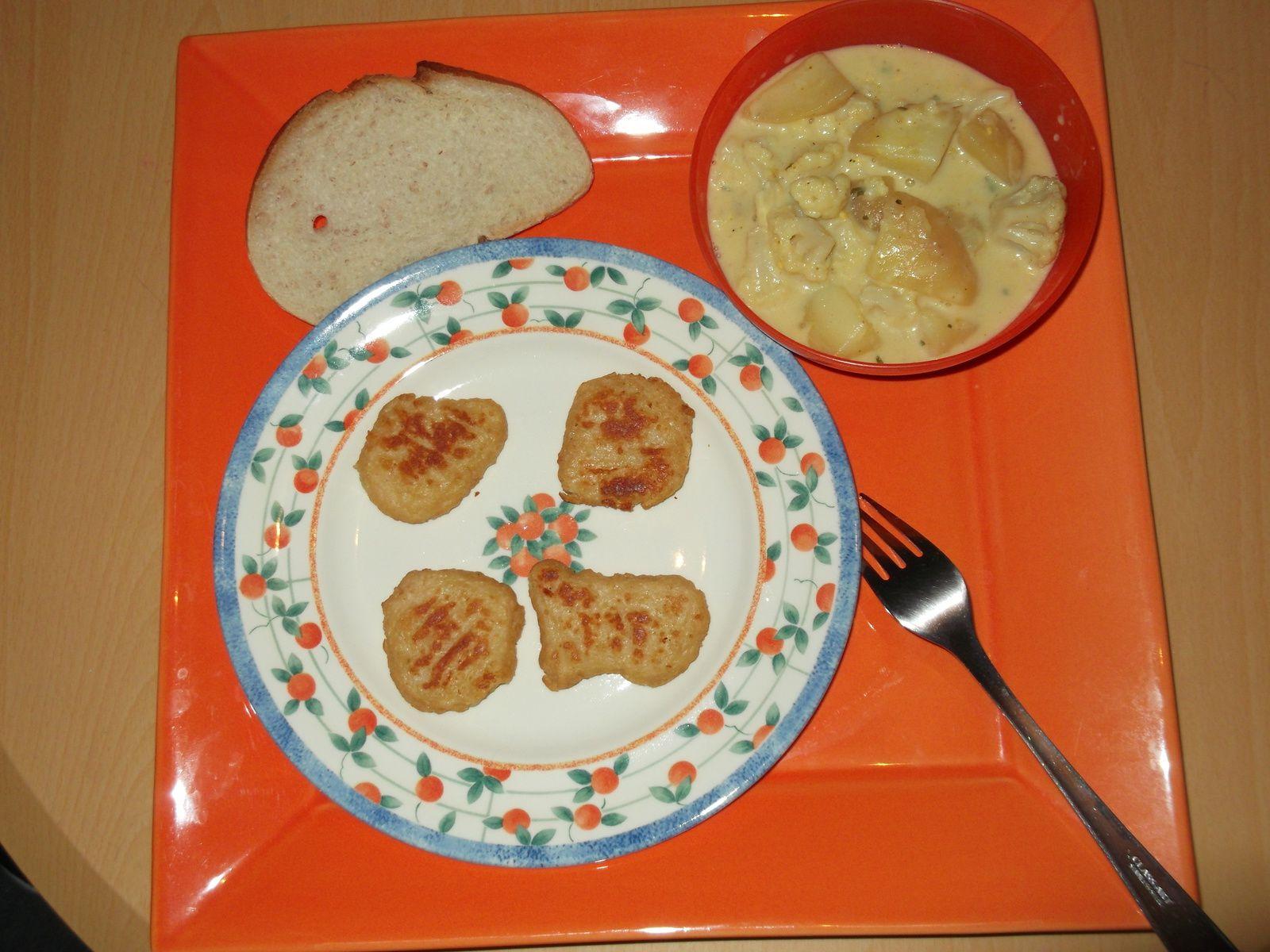 nuggets de poulet accompagnés de choux fleur et pommes de terre sauce curry