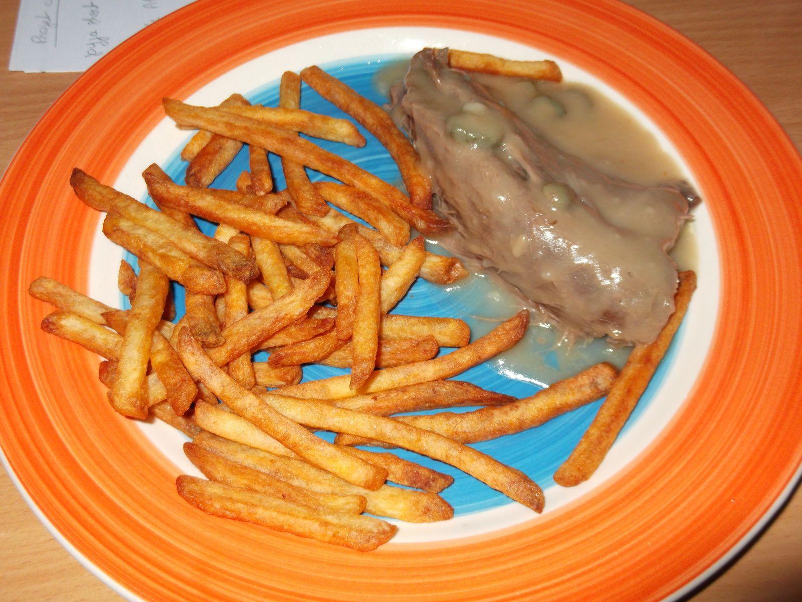 langue de boeuf en sauce + frites