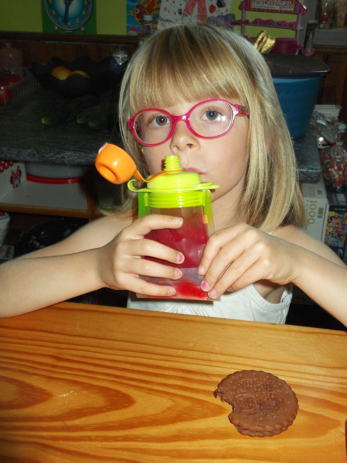 des gourdes a remplir a ce prix la !!! moi j'achète pour le plus grand bonheur de ma Lily : compote pommes + framboises (du jardin)