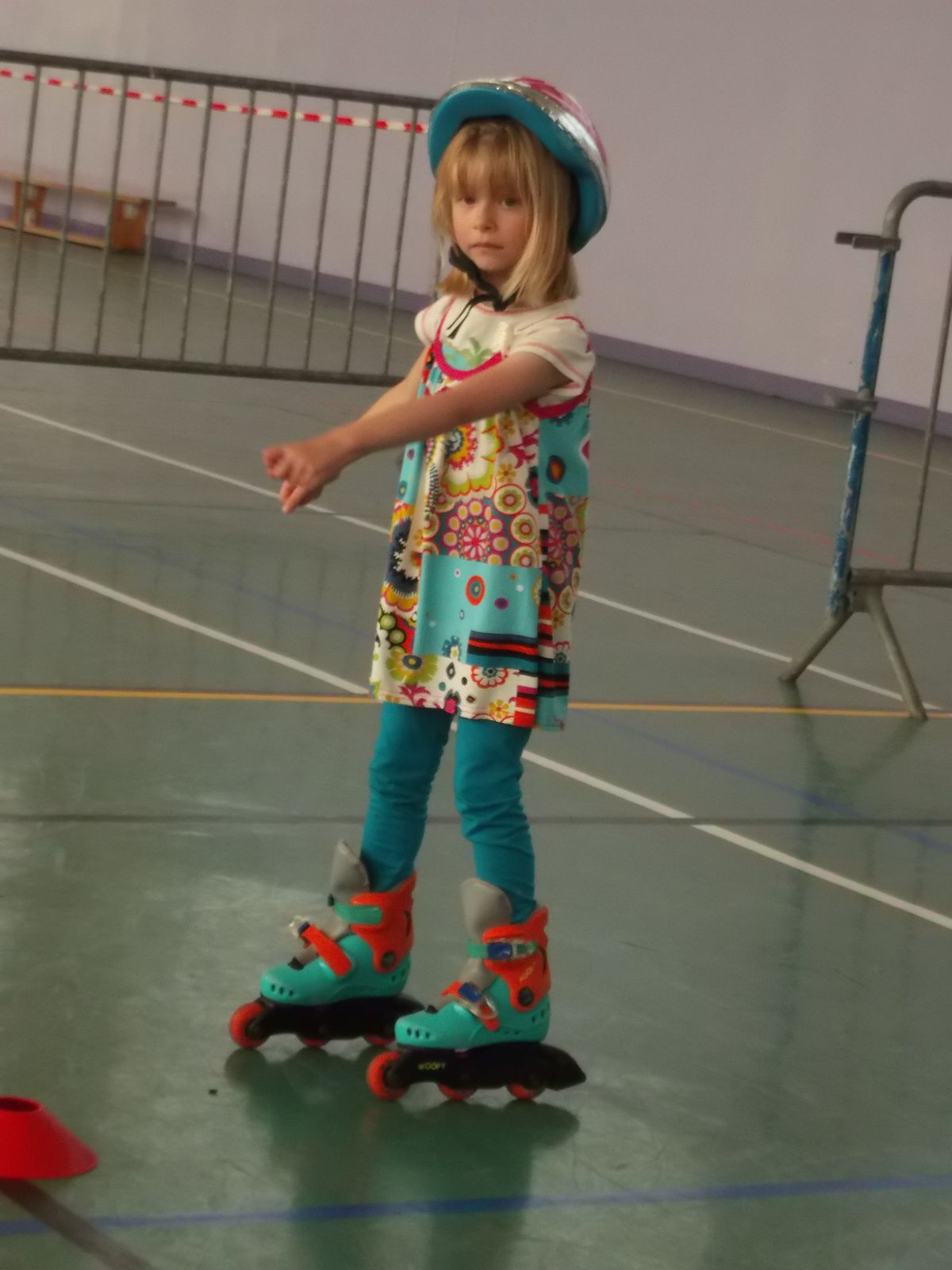 Lily s'essaye aux rollers