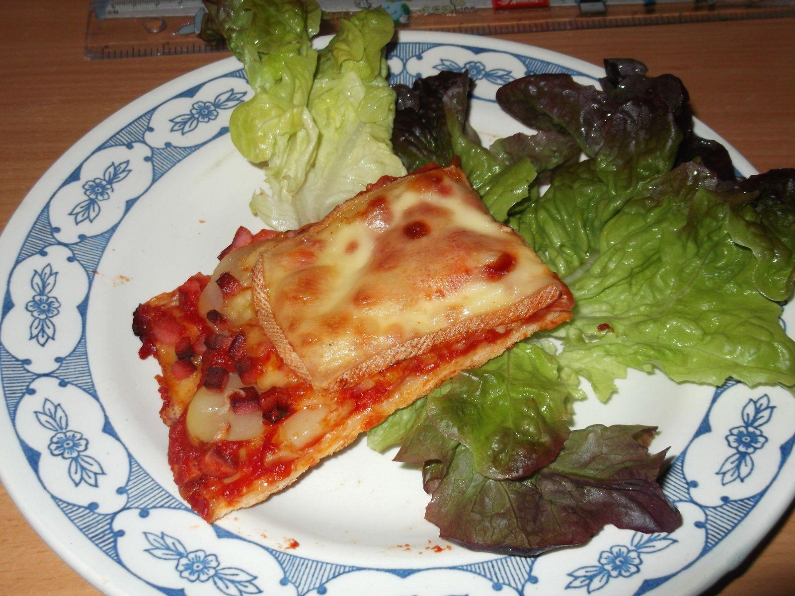 .. on fait une pizza .. enfin 3 dans une , on change juste le fromage