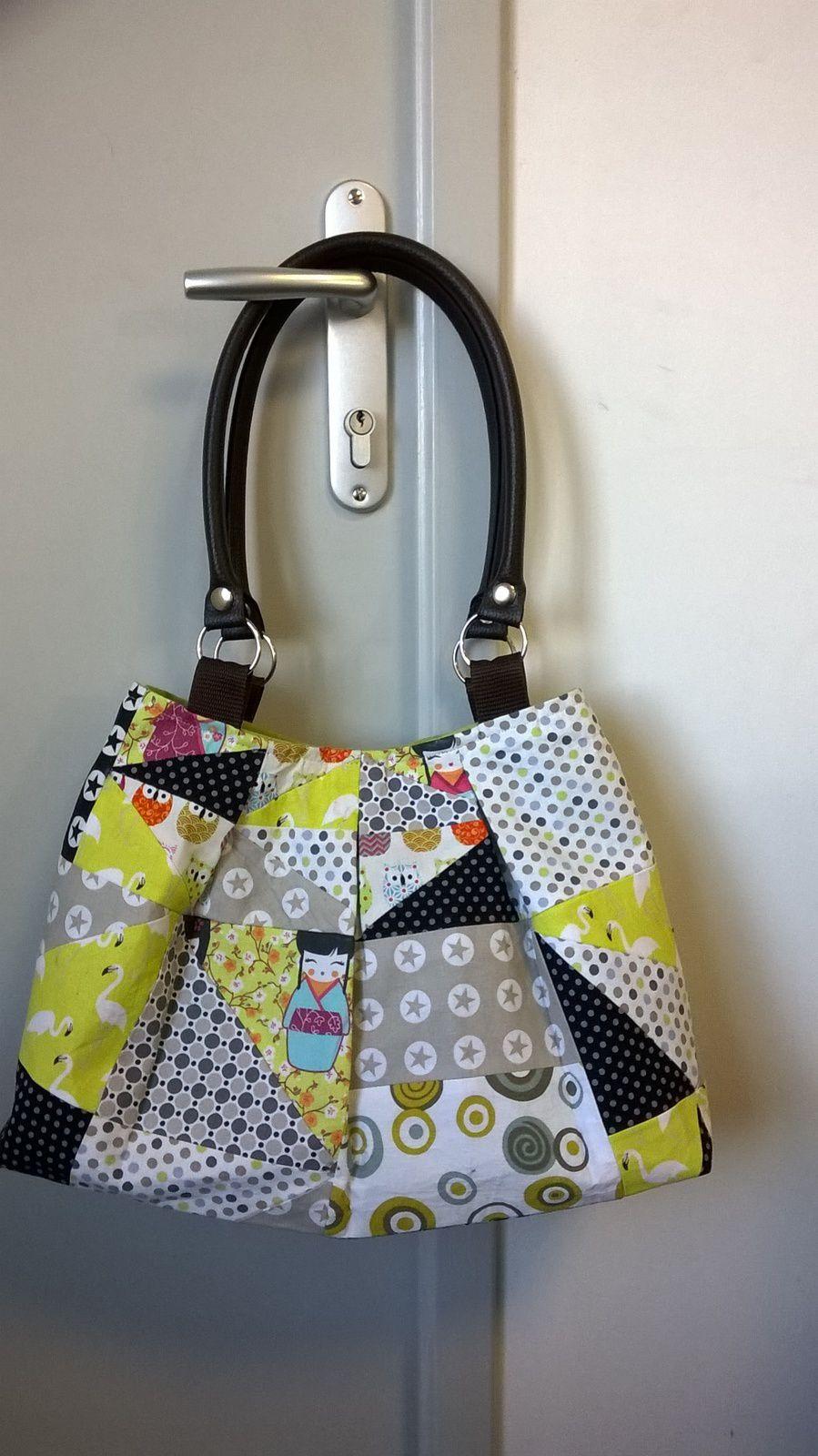Ma petite merveille !!! beaucoup d'heures de travail pour ce sac en patchwork .. qui est parti en Australie .. accompagné de sa pochette .. ..