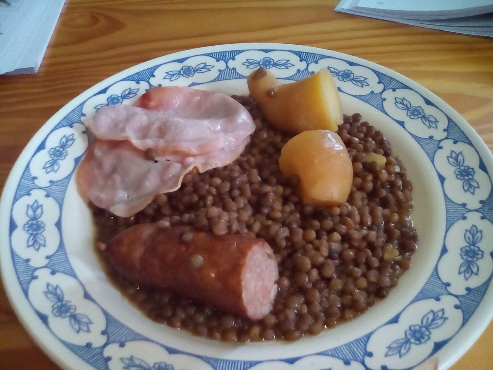 Lentilles + saucisse fumée + bacon + pdt