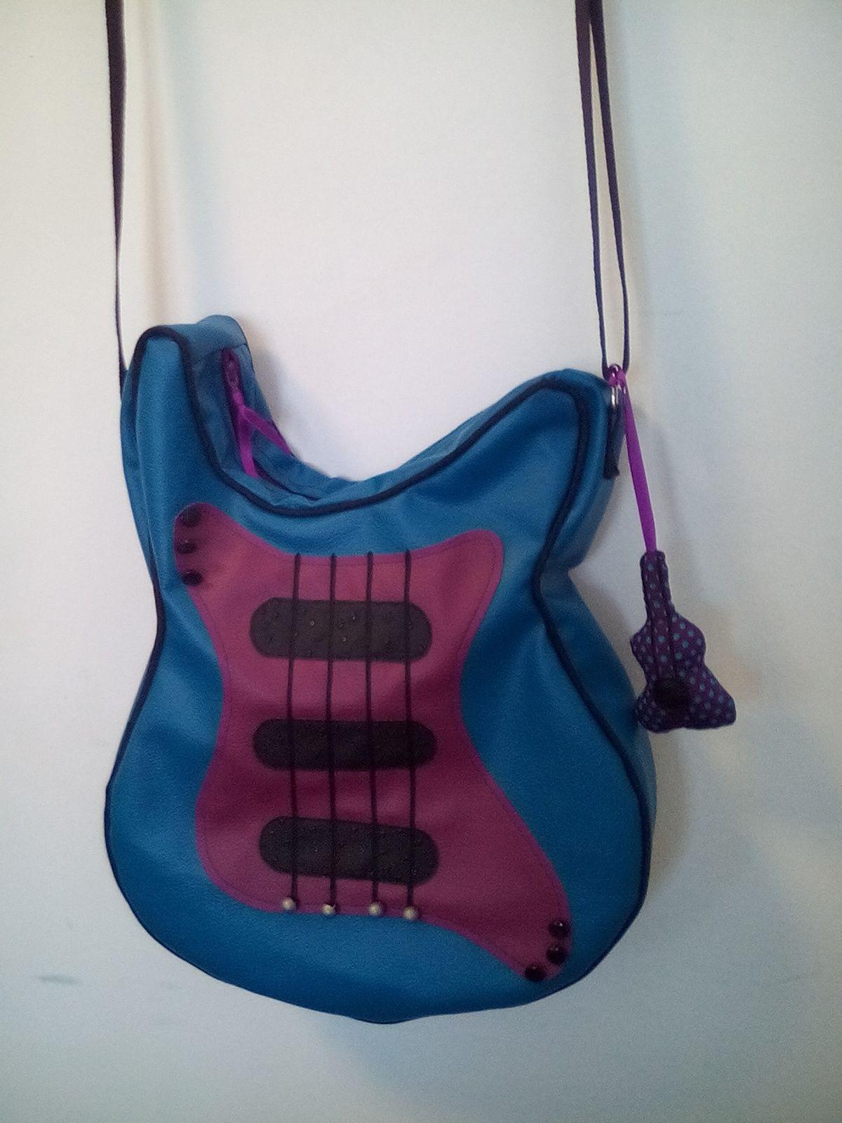 Et pourquoi pas un sac &quot&#x3B; guitare&quot&#x3B;