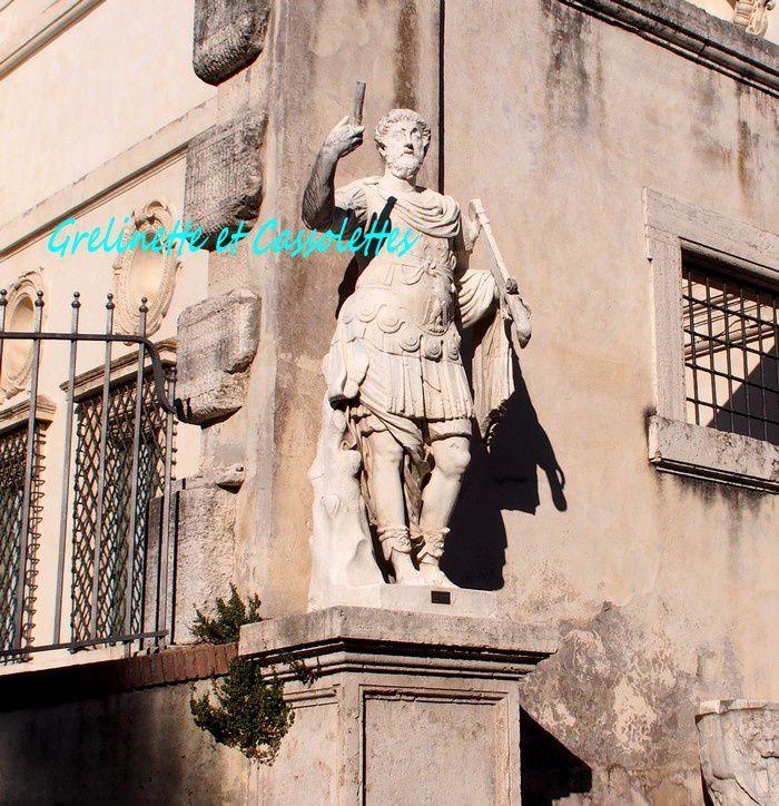 Selfie Statue Rome