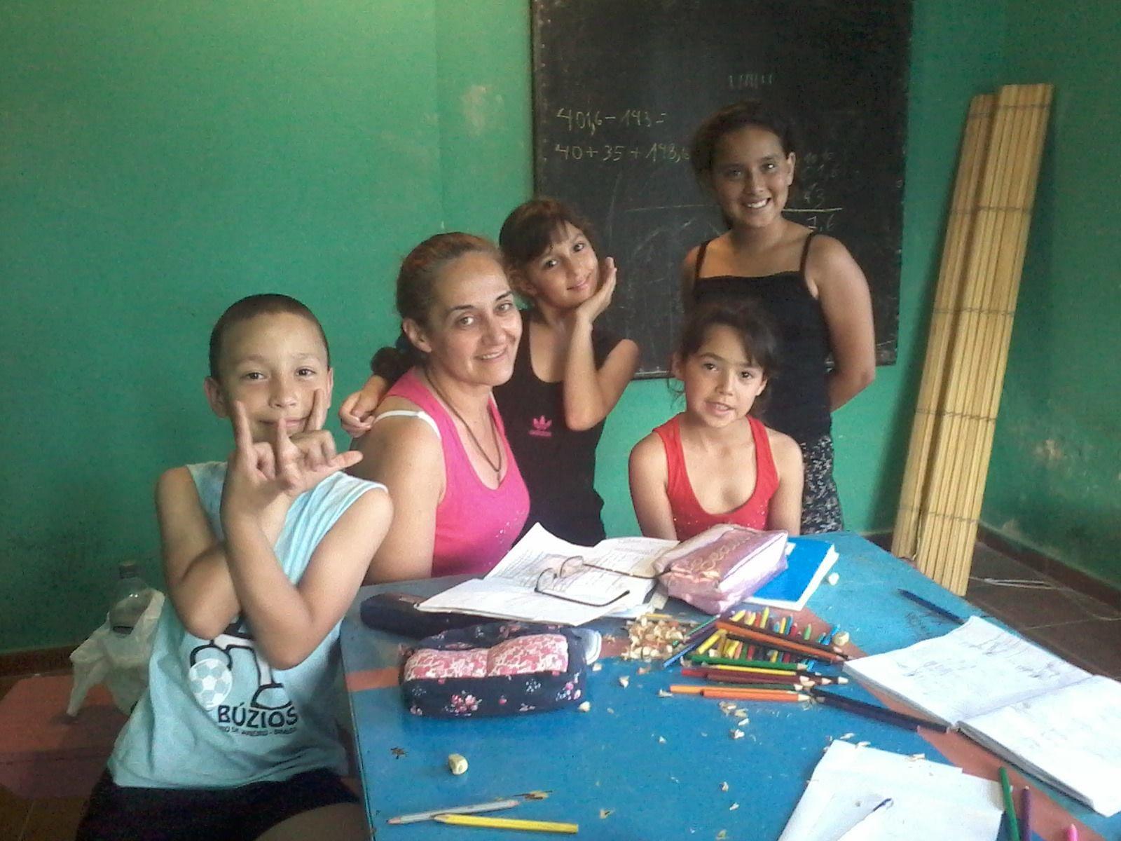 En el apoyo escolar con Marina y Sonia...