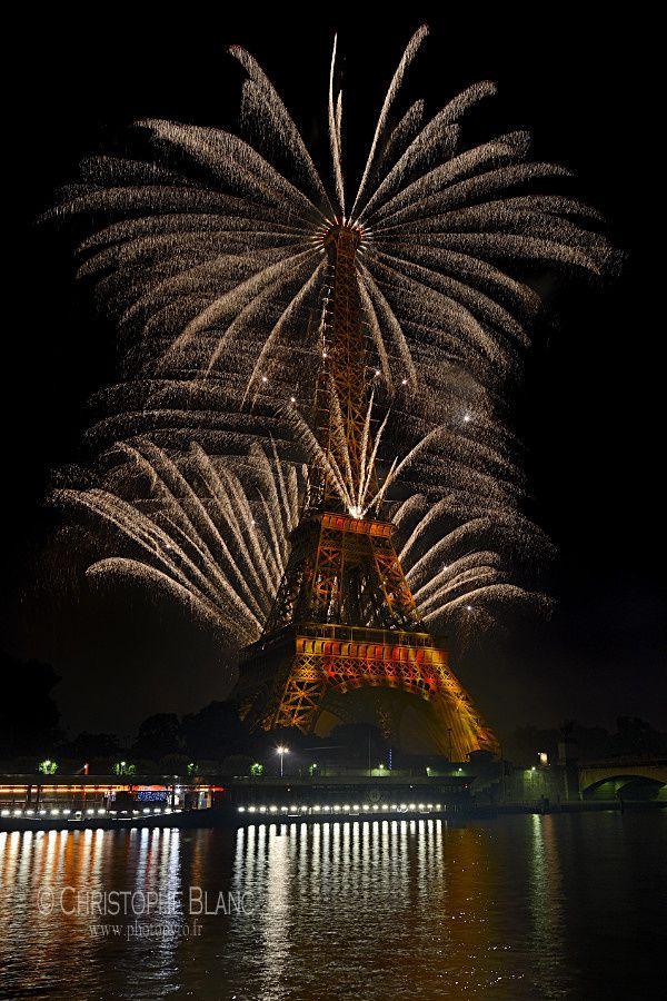 La Tour Eiffel parée d'or !