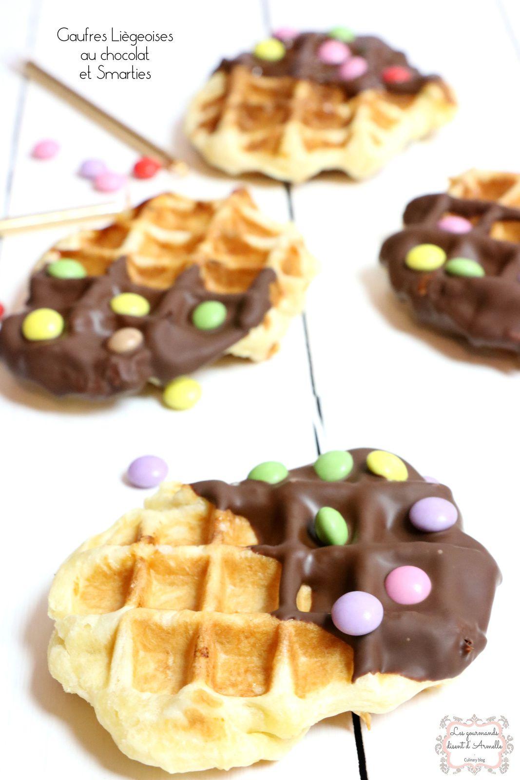 | Gaufres liégeoises au chocolat et Smarties | © Les Gourmands {disent} d'Armelle