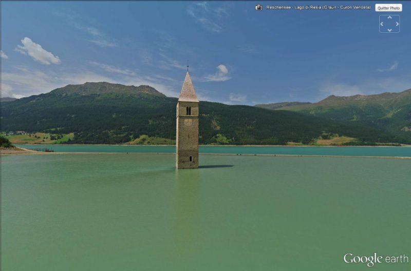 De nos jours, le clocher qui dépasse du lac de Resia