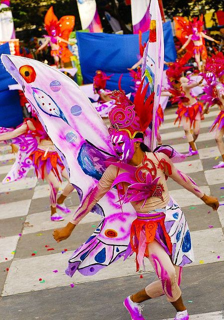 source : http://www.pusangkalye.net/2012/11/masskara-2012-sparked-my-love-for.html