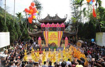 Fête de la pagode des parfums, Chua Huong, à Huong Son, Vietnam