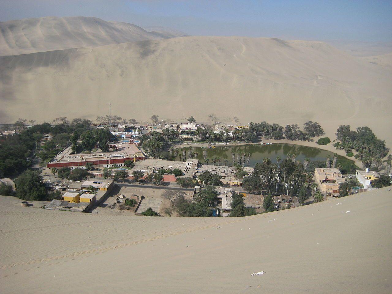 Laguna de Huacachina, une oasis dans le désert du Pérou