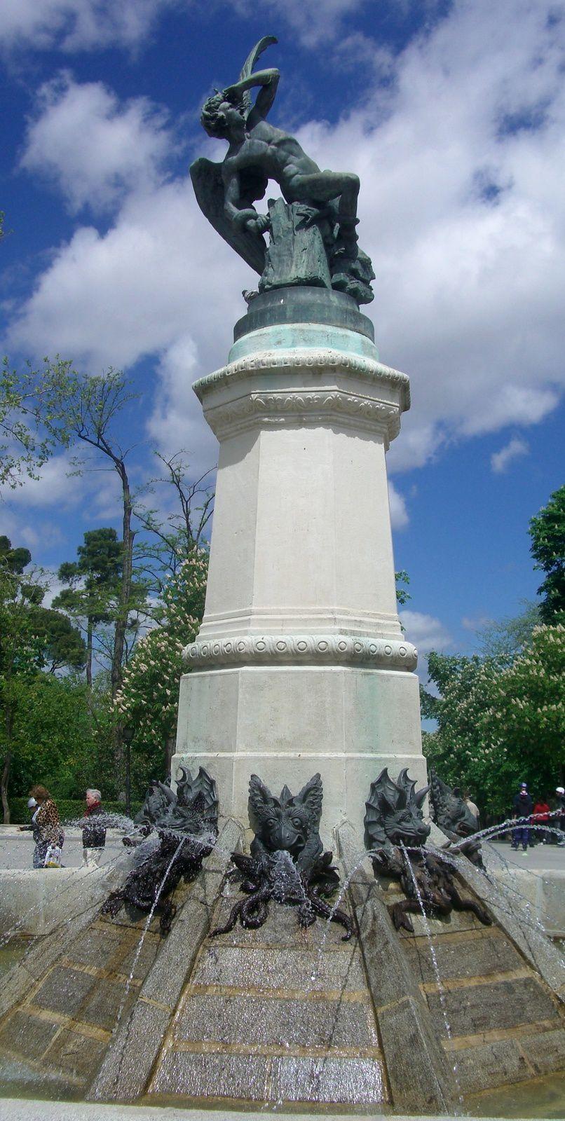 La Fontaine de l'Ange déchu, Fallen Angel Square, Madrid, Espagne