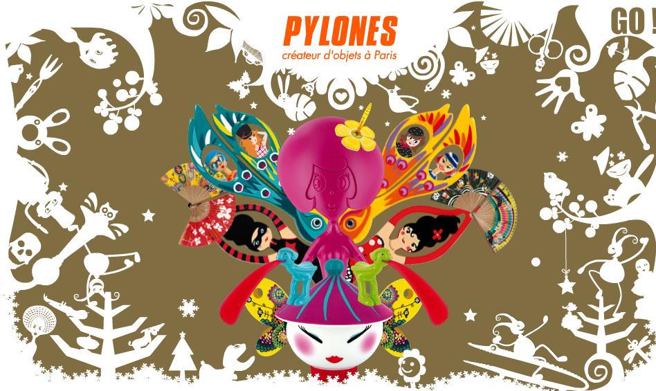 PYLONES colore notre intérieur avec des objets insolites...