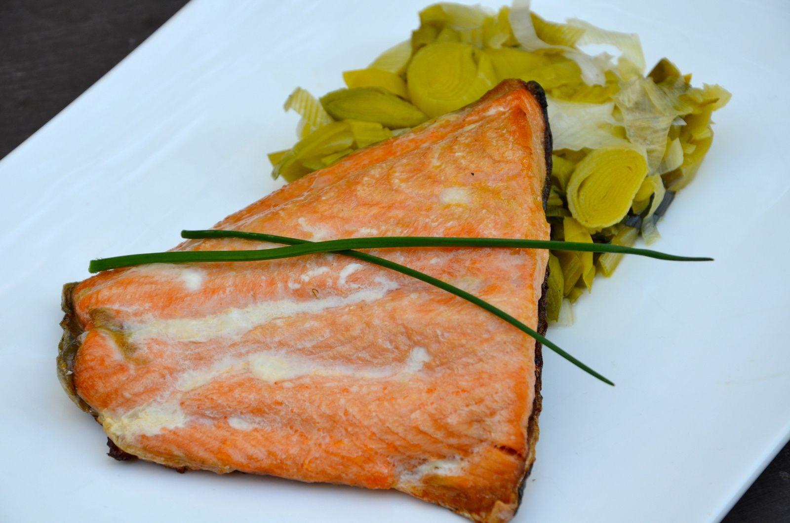 Saumon à l'unilatérale à la plancha et fondue de poireaux