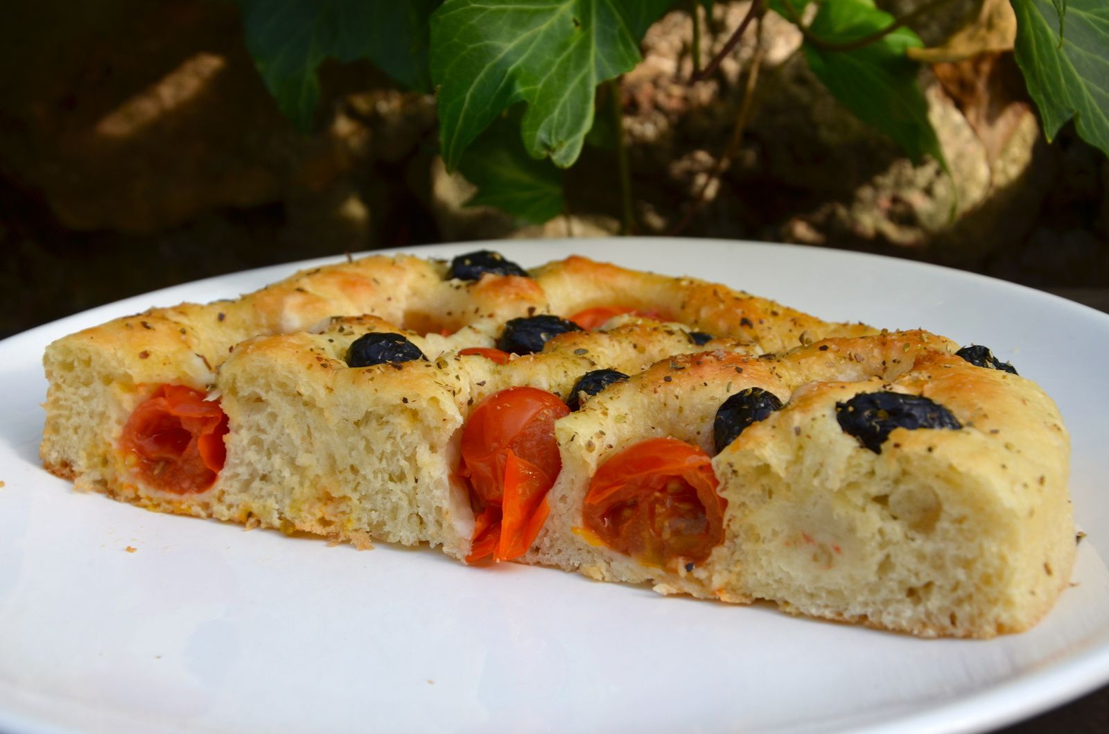 focaccia pugliese aux tomates et olives la p 39 tite cuisine de pauline. Black Bedroom Furniture Sets. Home Design Ideas