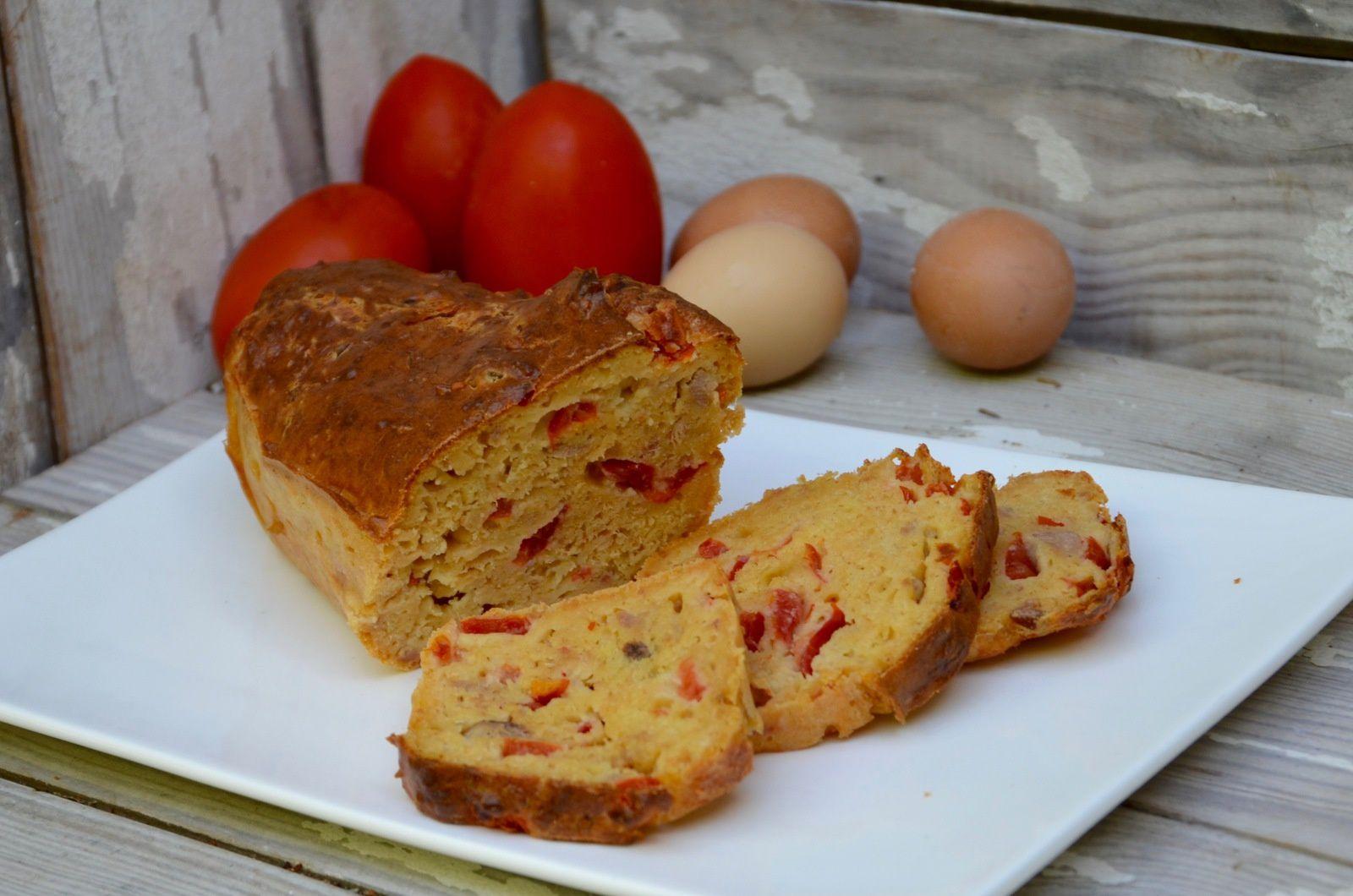 Cake au thon, tomate et moutarde