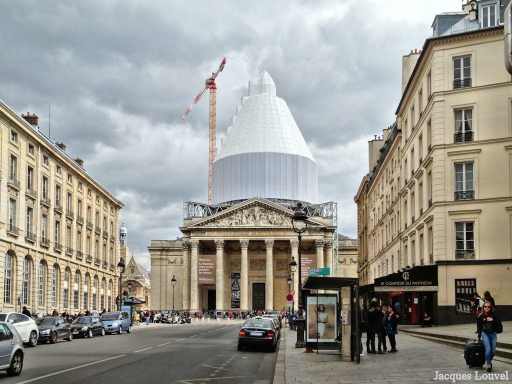 Signe ostensible au ... Panthéon !