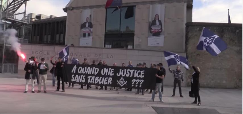 Manifestation du Renouveau français devant l'Ecole Nationale de la Magistrature, 29 mars 2016.