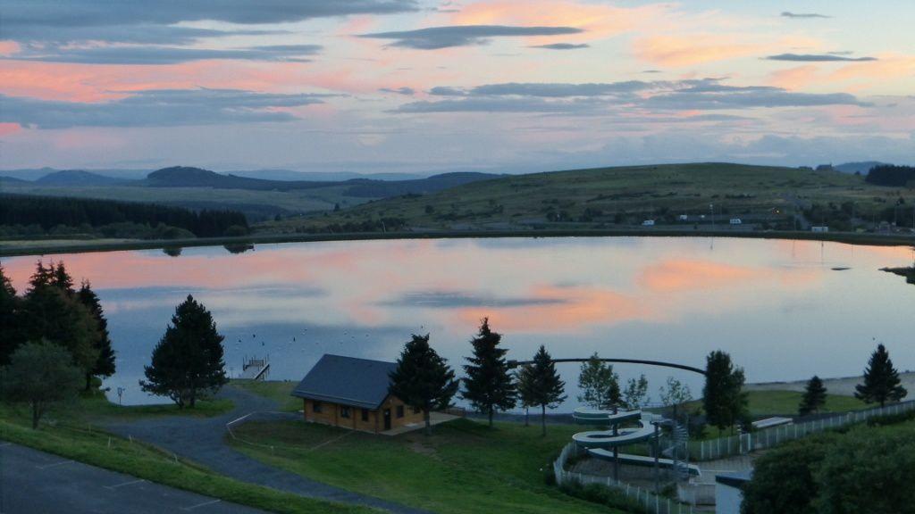 Super Besse le lac au crépuscule
