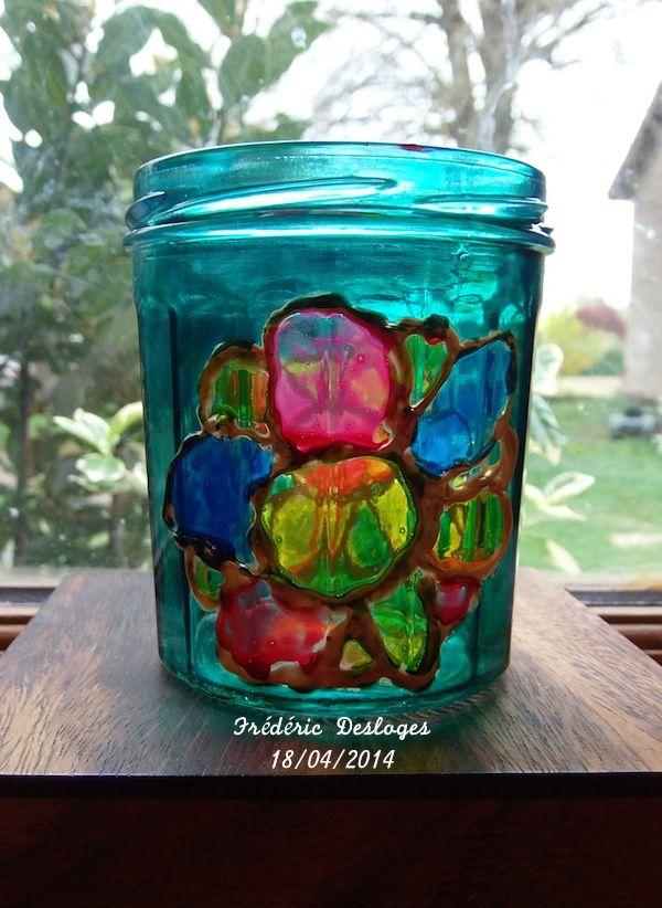 Pendant les ateliers du midi, il a fait de la peinture sur verre et bien sûr, c'est un cadeau pour Maman.