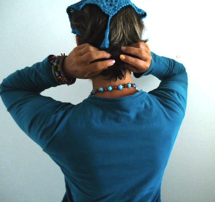 Le fichu FreeTurquoise porté par Héloïse