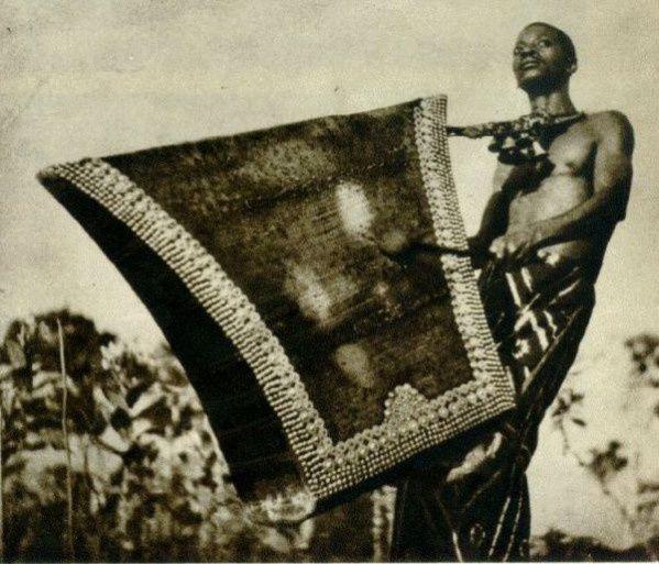 Lokombe, unstrument de musique et nom propre chez les Tetela.