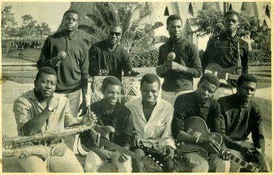 Bamtous de la capitale de l'année 1963. De gauche à droite: debout: Pamelo, Pandi, Boyibanda, Mpassi Mermans. Assis: Nino Malapet, Taloulou Alphonse, Essous, Samba Mascot, et Kouka Célestin.